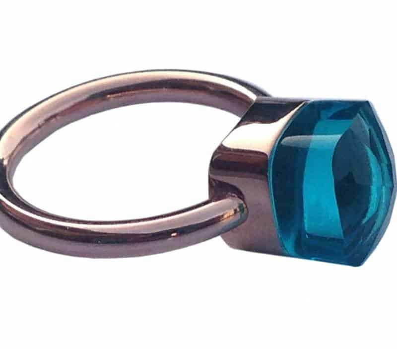 ring met vierkante steen