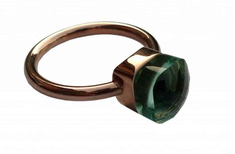 ring met groene steen