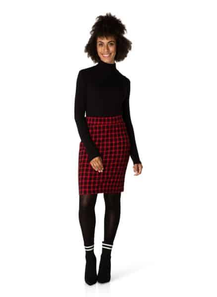 zwart met rood geruite rok