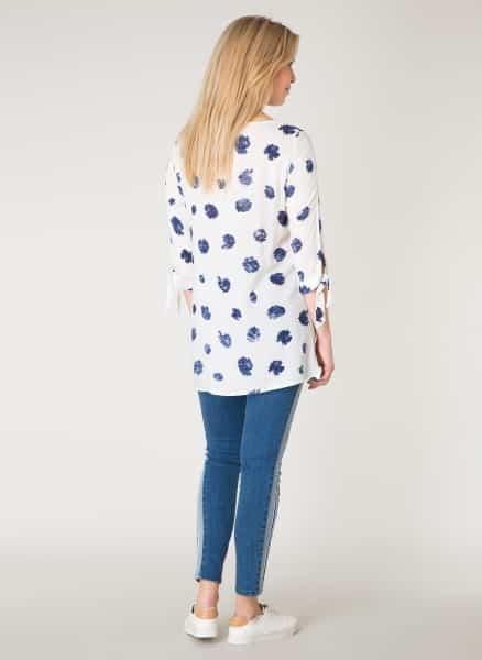 Witte top met blauwe print - Yest kleding 1